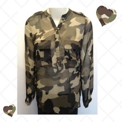 Trendy transparante blouse camouflage kleuren