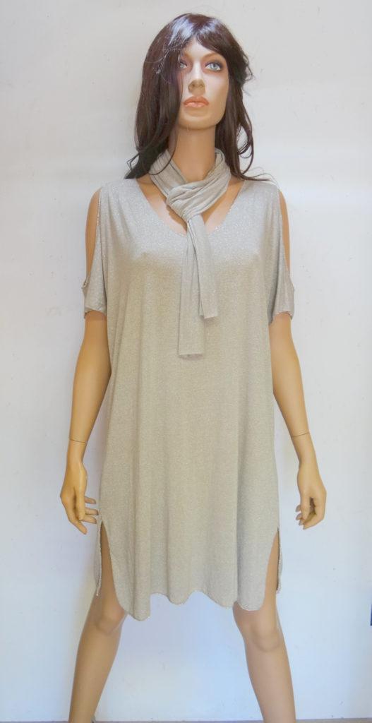 jurkje beige met open schouder en sjaal