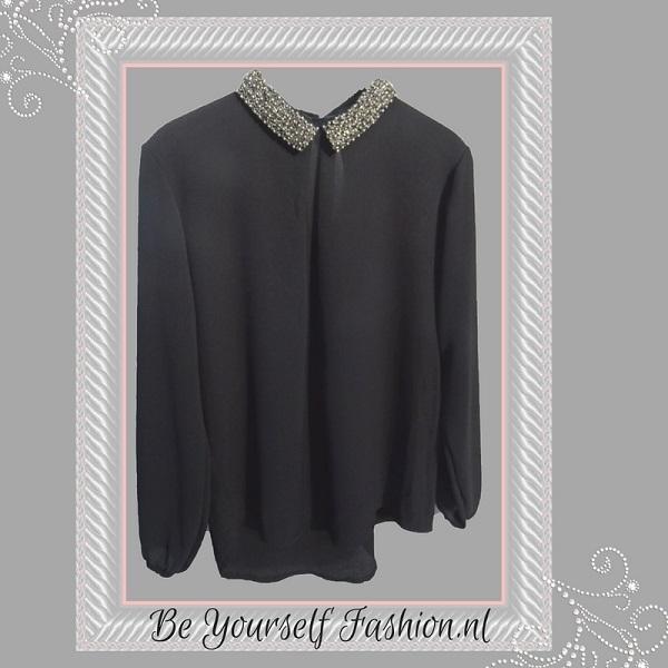 zwarte blouse met kralen boord