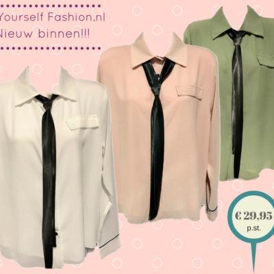 Licht transparante blouse met sjaal ( stropdas) in de kleuren wit / kaki-groen / licht roze