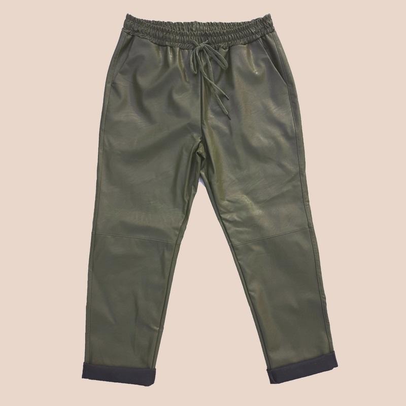 Leather look broek model jogging broek kleur olijfgroen