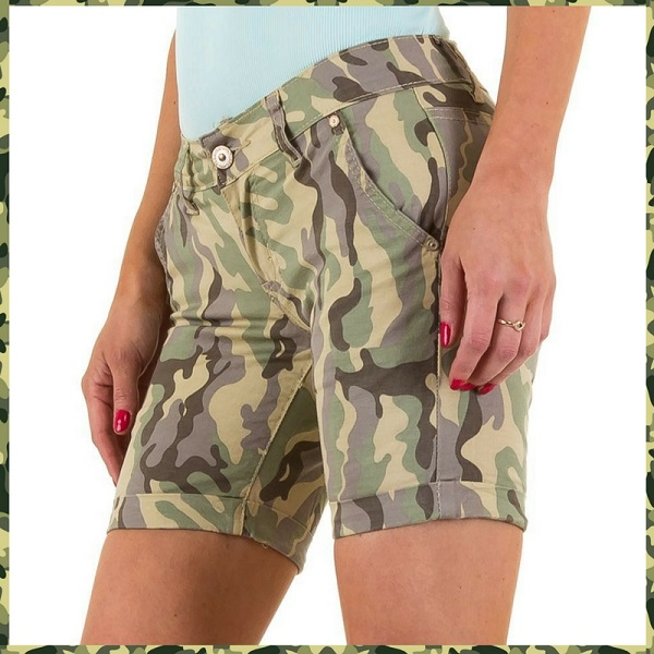short in camouflage kleuren