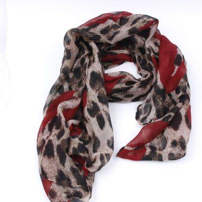 Sjaal met tijgerprint en rode harten